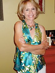Amateur mature cougars in their solo play